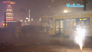 Auf dem Berliner Alexanderplatz wird das Jahr 2014 mit Böllern begrüßt